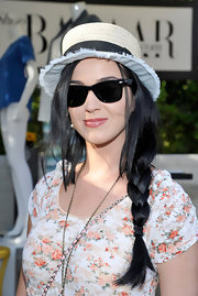 Katy's long raven tresses looked stylish but casual when pulled back into a loose side braid.