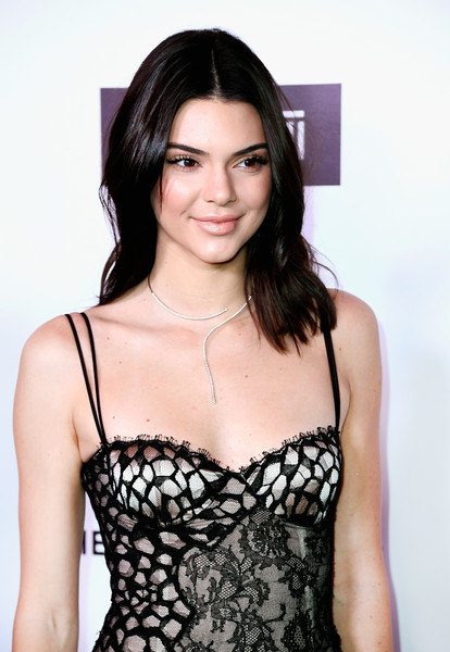 More Pics of Kendall Jenner Medium Wavy Cut (2 of 18) - Kendall Jenner Lookbook - StyleBistro