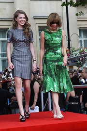Anna stepped onto the red carpet in a green pleated abstract print dress for the 'Harry Potter' premiere.