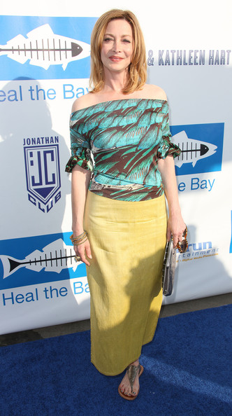 Sharon Lawrence completed her colorful look with metallic gladiator sandals.