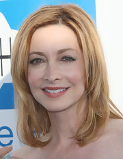 Sharon Lawrence wore soft rosy shades of makeup and styled her hair in smooth layers for the Heal the Bay fundraiser.