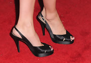 Amy showed off a satin pair of peep toe pumps, while hitting the red carpet.