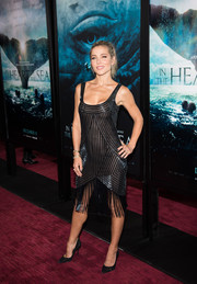 Elsa Pataky channeled her inner flapper girl in a beaded and fringed LBD by Naeem Khan for the New York premiere of 'In the Heart of the Sea.'