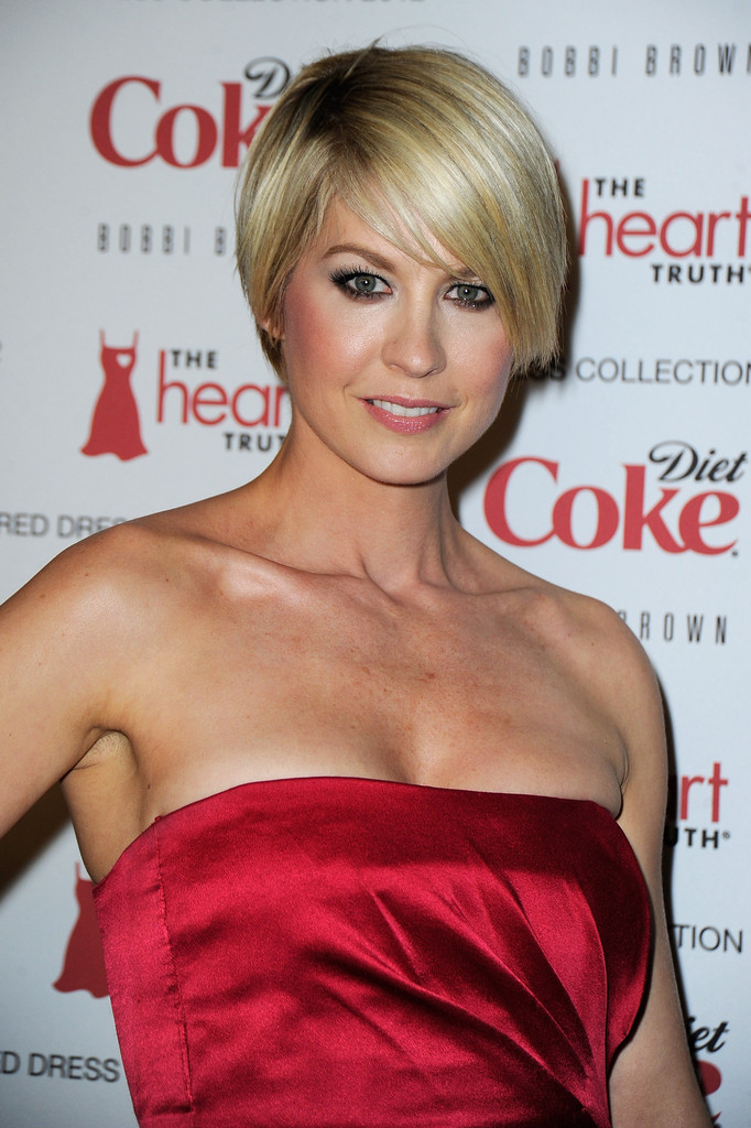 More Pics Of Jenna Elfman Layered Razor Cut 5 Of 11