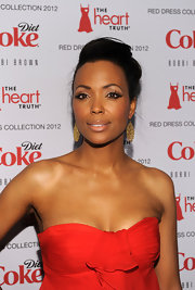 Aisha Tyler attended the Heart Truth's Red Dress Collection 2012 Fashion Show wearing bold cat eye liner with ultra-long false lashes.