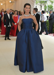 Brooke Shields looked regal in a strapless navy gown by Zac Posen at the 2018 Met Gala.