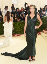 Kate Upton chose a hooded emerald fishtail gown by Zac Posen for the 2018 Met Gala.