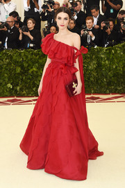 Bee Shaffer went for ultra-feminine glamour in a red Valentino Couture off-the-shoulder gown with a ruffled neckline and a scalloped skirt at the 2018 Met Gala.