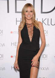 Heidi Klum showed off perfect red mani during her lingerie ice cream truck and shopping party.