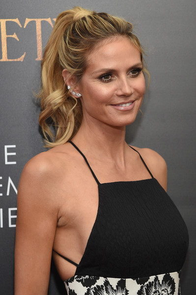 heidi klum ponytail newest looks stylebistro. Black Bedroom Furniture Sets. Home Design Ideas
