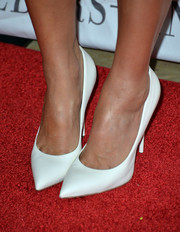 Jessica Alba chose simple white pumps to accessorize her look at The Helping Hand of LA Mother's Day Luncheon.