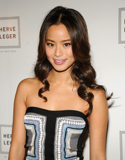 Jamie Chung looked super charming with her flirty spiral curls during the Herve Leger fashion show.