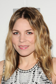 Skylar Grey styled her hair with a center part and boho waves for the Herve Leger fashion show.