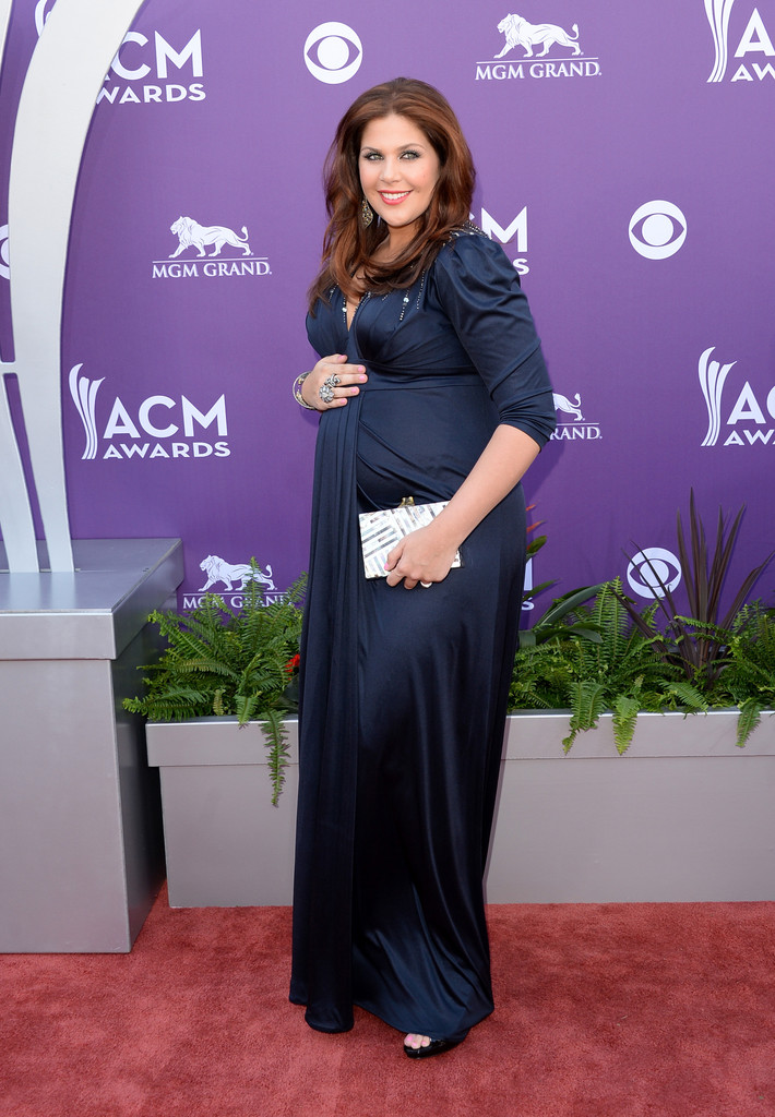 Hillary scott maternity dress hillary scott looks for Is hillary from lady antebellum pregnant