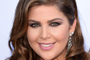 Hillary Scott Medium Wavy Cut