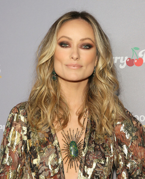 Olivia Wilde sealed off her head-turning look with a statement necklace.