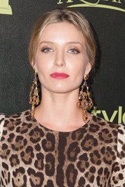 Annabelle Wallis totally glammed it up with a massive pair of Dolce & Gabbana gemstone chandelier earrings at the Golden Globe Award season celebration.