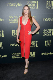 Amanda Righetti dared to bare in a plunging neckline red dress with a zipper detail and thigh-high slit.