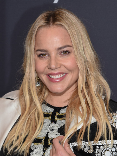 Abbie Cornish wore her hair loose in piecey waves at the Golden Globes 75th anniversary celebration.