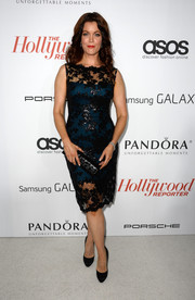 Bellamy Young matched black satin pumps with her lovely dress for a classic finish.