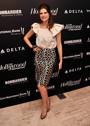 Lake Bell sported a cool geometric-print pencil skirt to top off her sleek and classy evening look.