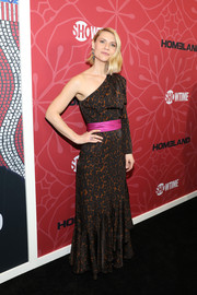 Claire Danes chose a one-shoulder leopard-print gown with a hot-pink waistband for the premiere of 'Homeland' season 8.