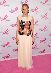 Tory Burch was cheerfully elegant on the pink carpet in this soft embroidered number.