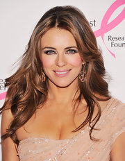 Elizabeth Hurley added even more drama to her sexy look with a pair of fluttery false lashes.