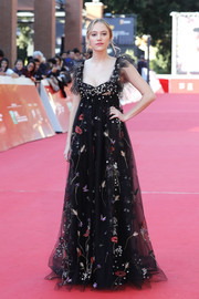 Maika Monroe looked stunning in a floral empire gown at the Rome Film Fest screening of 'Hot Summer Nights.'