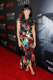 Constance Zimmer sealed off her look with red patent pumps by Stella Luna.