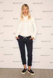 Karolina Kurkova finished off her outfit with comfy black suede sneakers.