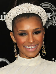 Melody Thornton arrived at the House of Hype's 2011 MTV Video Music Awards after party with smoky eyes and false lashes.  Her eyes sparkled with a combination of rich black liner, deep gunmetal, and shimmery shades of soft gray and silver eyeshadow.