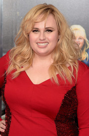 Rebel Wilson rocked tousled curls at the New York premiere of 'How to Be Single.'