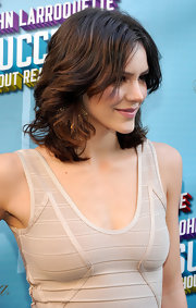 Katherine McPhee styled her brunette locks into soft tousled center part curls for the 'How to Succeed in Business Without Really Trying' premiere.