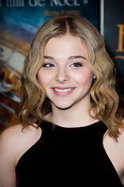 Chloe Moretz wore her hair in flowing waves at the premiere of 'Hugo Cabret 3D' in Paris.