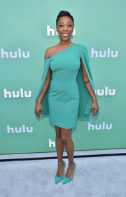 Samira Wiley got dolled up in a caped off-one-shoulder dress by Lavish Alice for the 2018 Hulu Upfront.
