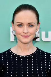 Alexis Bledel sported a simple ponytail at the 2018 Hulu Upfront.