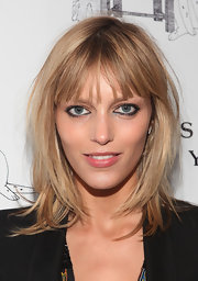 Anja Rubik wore her hair in cool layers with wispy bangs at the Humane Society of New York's photography auction.
