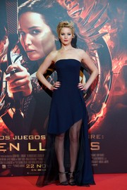 Jennifer Lawrence wore a simple yet fashionable strapless blue Dior gown featuring a see-through skirt during the 'Catching Fire' Madrid premiere.