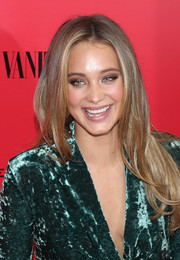Hannah Davis wore her long hair in a center part with subtly wavy ends when she attended the 'Catching Fire' NYC premiere.