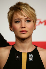 Jennifer Lawrence looked oh-so-cool with her messy cut and emo bangs during the 'Catching Fire' photocall in Rome.