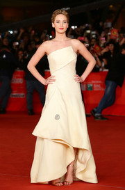 Jennifer Lawrence looked very fashionable at the 'Catching Fire' Rome premiere in a pale-yellow Christian Dior strapless gown with a structured bodice and a high-low hem.