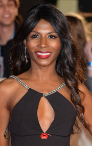 Sinitta wore her hair down in boho-chic waves during the 'Hunger Games: Mockingjay Part 1' premiere.