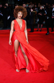 Jade Avia displayed an eyeful of skin at the 'Mockingjay' London premiere in a red gown with a deep-V plunge and a dangerously high slit.