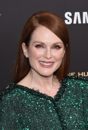 Julianne Moore wore her hair sleek straight with a deep side part during the 'Hunger Games: Mockingjay - Part 2' New York premiere.
