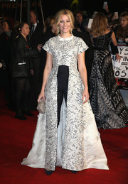 Elizabeth Banks made quite an entrance at the 'Hunger Games: Mockingjay Part 2' UK premiere in a floor-length, embellished cutaway coat by Razan Alazzouni, which she paired with high-waisted pants.