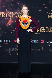 Natalie Dormer went bold and modern at the 'Hunger Games: Mockingjay - Part 2' world premiere in a Roland Mouret column dress with a color-block geometric-print bodice.