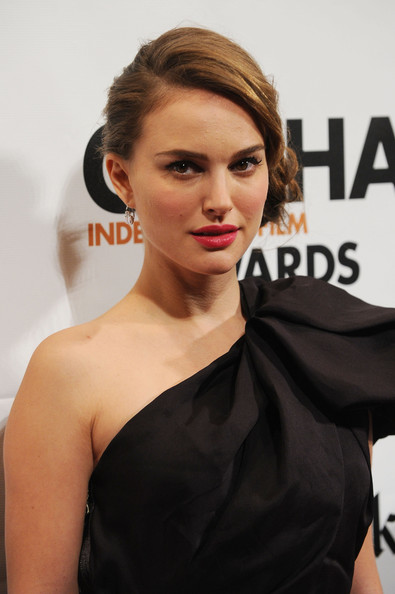 More Pics of Natalie Portman Loose Bun (1 of 7) - Natalie Portman Lookbook - StyleBistro