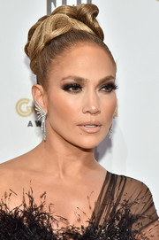 Jennifer Lopez polished off her look with a pair of diamond chandelier earrings by Yeprem.