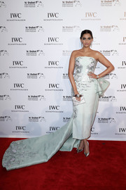 Sonam Kapoor kept it glam all the way down to her mirrored silver pumps.